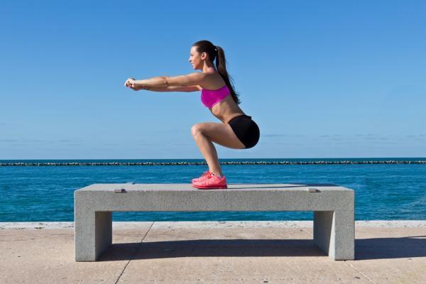 每週3天深蹲防癌與失智!醫師:增加回春荷爾蒙DHEA分泌的4個習慣