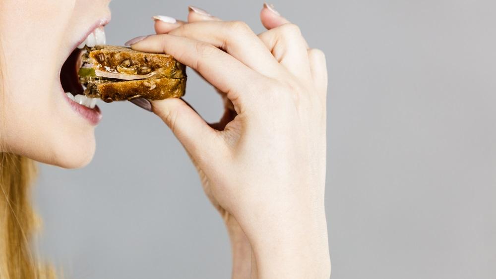 你花多少時間在吃飯上?醫師:小心,咀嚼次數決定你的內臟脂肪