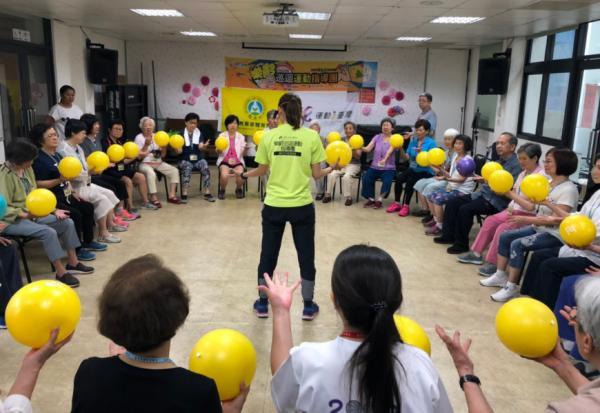 健身教練免費外送!台北市樂齡運動指導團,55歲以上揪滿20人就能申請