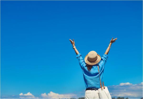 從一頂「草帽」體會快樂退休!精神科醫師:丟掉皇冠,才能邁向海闊天空