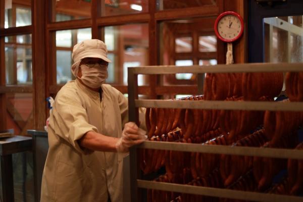 時間多就是優勢!日本社福機構「百年草」雇爺奶做火腿麵包