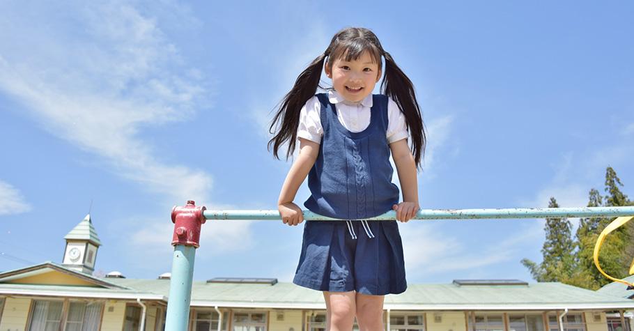 要實現一個友善的世界只要從單純的微笑開始。從小引導孩子讓他們擁有善良的心,就是最好的教養