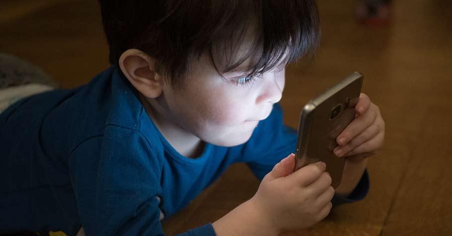 孩子晚上在家可以上網多久?8個管理孩子上網時間的小訣竅,親子間不再為此起衝突