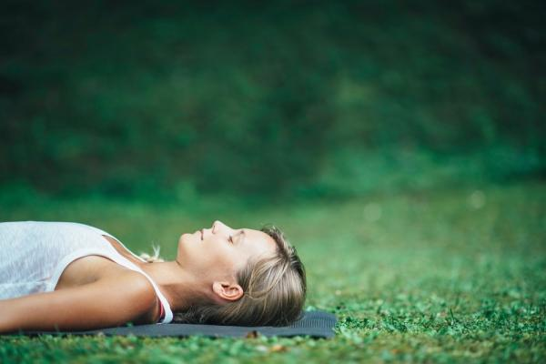 壓力大、身心緊繃,如何放鬆?每天換個方式呼吸5分鐘,改變腦波、改善慢性疼痛