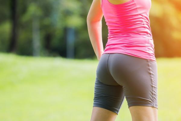 膝蓋不適,原來問題在「臀部」!每日3件事練臀肌,減輕膝壓力