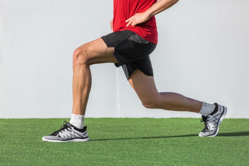 久坐、動太多害你膝蓋痛!50後必知:護膝要放鬆髖部,3動作讓雙腿更穩