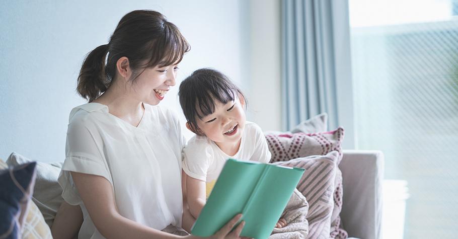 父母經常閱讀書本,以身作則的潛移默化孩子,再加上挑對書籍,更能事半功倍輕鬆建立孩子的閱讀習慣