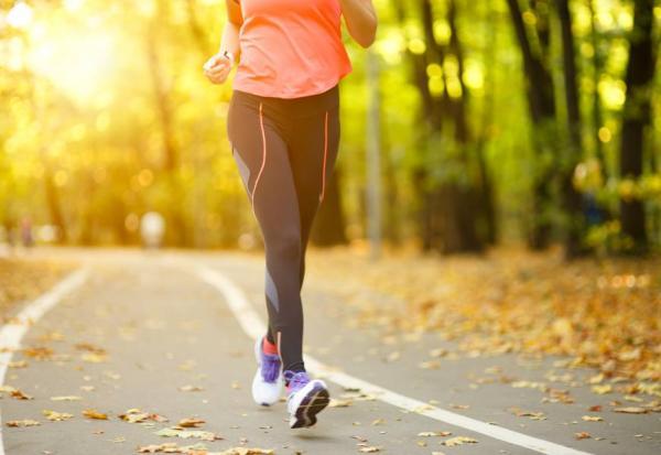 每天走1萬步,頭腦會變好!防止「細胞」變老,2種運動最有效