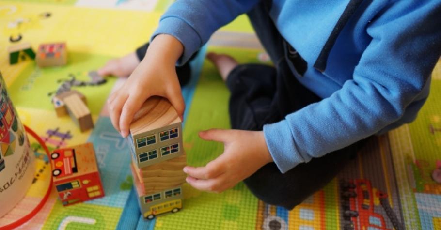 開發右腦,培養天才型能力》方法就是跟孩子一起玩!自行做決定、表達想法等為人處事的根本能力,也會因此茁壯起來