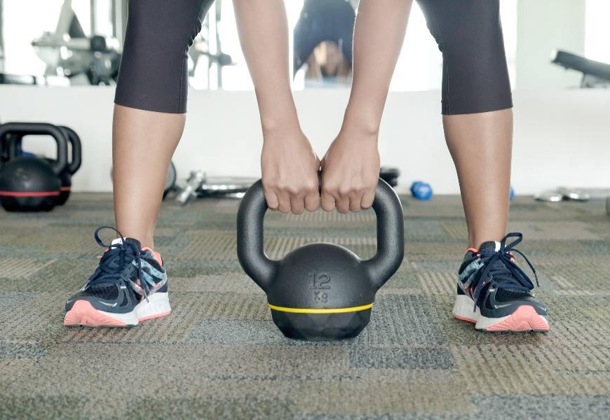 儲存老後「好腳力」!只靠運動不夠,這樣練對「白肌」才能抵抗肌肉流失