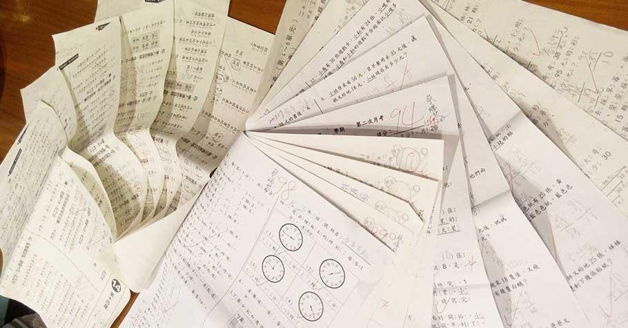 孩子心裡苦》沒有達到父母要求,連拿出考卷訂正都不敢,一張數學考卷, 讓孩子陷入天人交戰