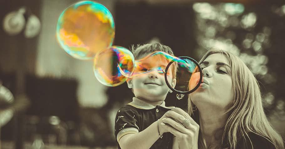 吸引力法則:把孩子從需要討好大人的束縛中釋放出來,他們就能成為充滿力量的創造者