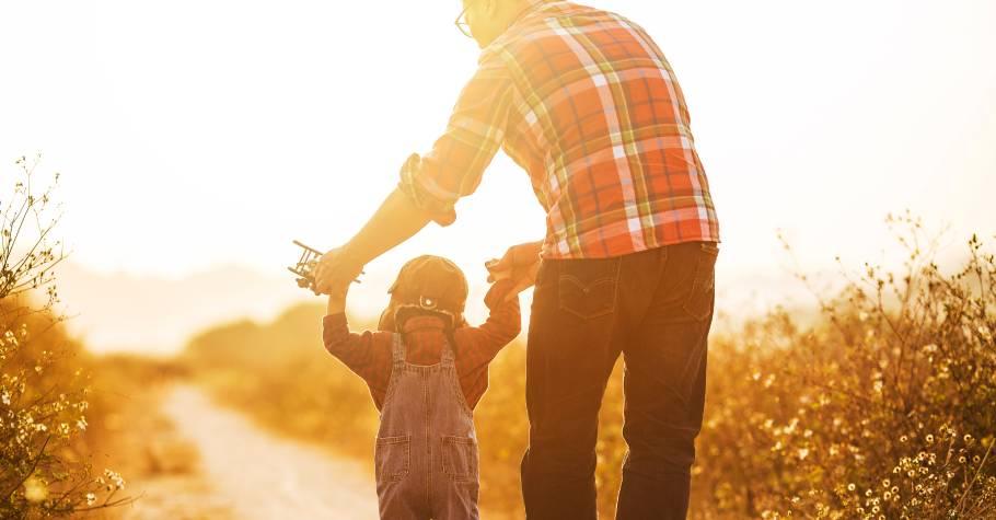 父母的放手練習》孩子需要擁有自己的獨特經驗,這些經驗必須與父母的不同!5項警訊檢視你是否過度保護了
