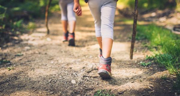哪些動作最傷膝蓋?醫師:避免膝軟骨磨損,走路、爬山的注意事項