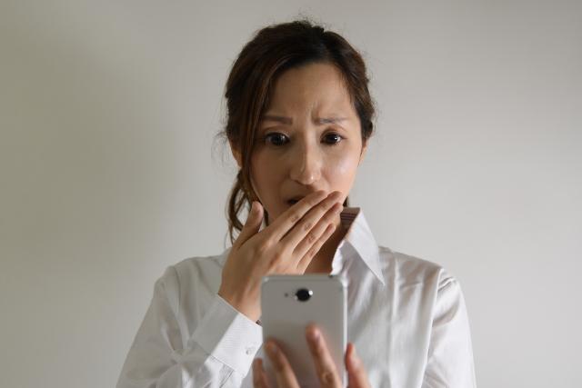 可以「偷看」孩子的手機嗎?孩子的「隱私權」是免死金牌,父母「親權」只能閃邊去?