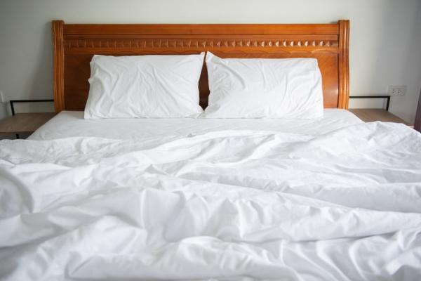 另一半的氣味、棉被厚薄,會影響是否睡飽!研究:改善失眠,生活可做6個嘗試