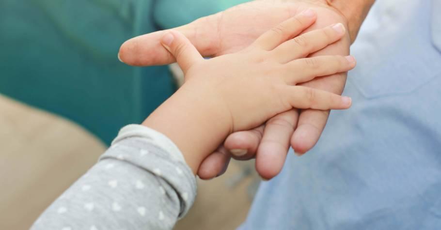 父母無法保證孩子不受挫折,但可以陪著他復原與療癒,成為像是有彈性的橡皮筋,不會輕易自我放棄
