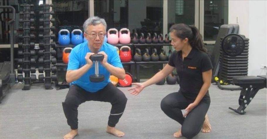 女兒台大畢業放棄高薪,轉行當健身教練!作家施昇輝不僅未阻止,還跟女兒學重訓,「從爸爸變學生」