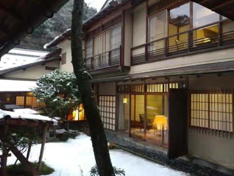 【梁旅珠專欄:好食好宿】日本百年旅館評比第一的西村屋:難忘的蟹美味與一窗白雪