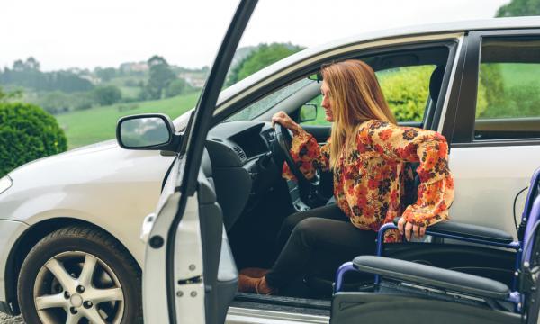 爸媽行動不便,該買福祉車或是搭計程車?