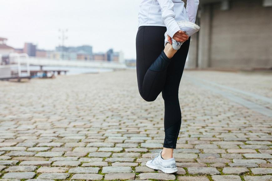 練大腿很重要!防骨鬆又能減內臟脂肪:在家做個4動作,強化老後行動力