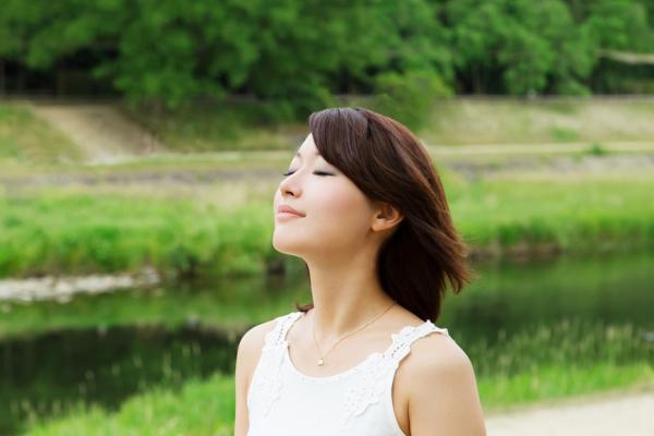 心理不舒服,身體就受苦!好好感受身體的5個練習,還能反過來改善情緒