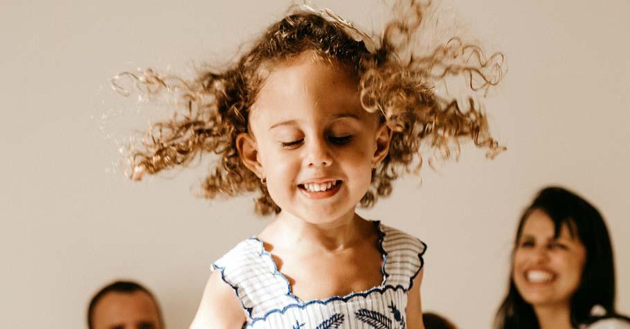 孩子總是膽小怯場?口才訓練創辦人:鼓勵孩子的「要」,也接納孩子的「不要」,他們就會發現自己身上的力量
