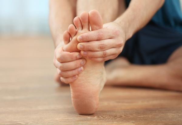 老後品質在腳的健康!足踝專科醫師:每日練腳掌3動作、正確選鞋防腳痛