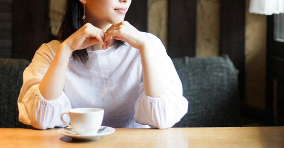 如果在婚姻中,她得趕著上班工作、趕著下班做菜、回家待命,在人生的下半場,她難道不能選擇更愛自己一點?