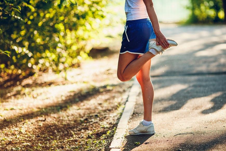 50後如何讓筋有彈性?醫師:拉筋不是愈長愈好!PNF伸展法,才能保護關節