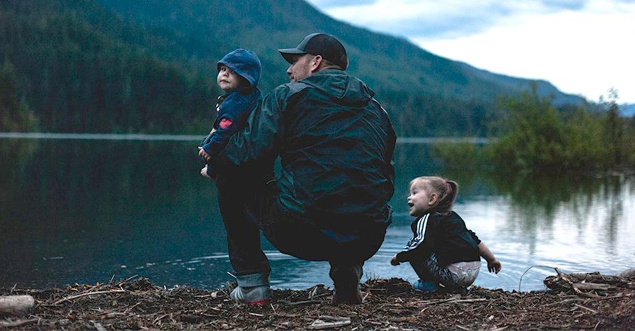 跟孩子一起蹲在大自然裡,從發現萬物的奧妙中養成正確的「學習態度」