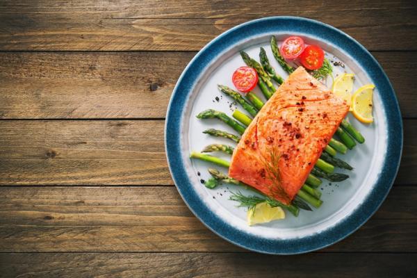 蛋白質太少或多,會掉髮、變胖、易生病!教你用體重算攝取量與三餐菜單