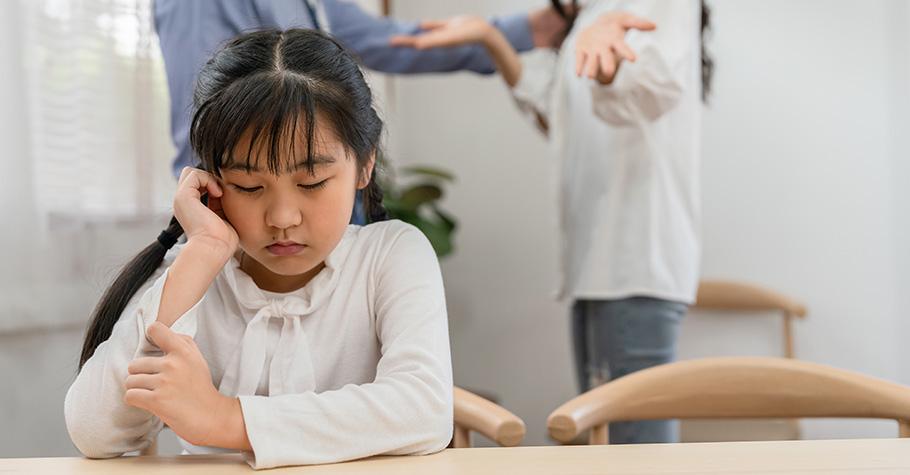 父母太愛孩子卻被情緒影響,溝通不成反而容易跟孩子起衝突?心理師帶父母學習更好的方法來和孩子互動