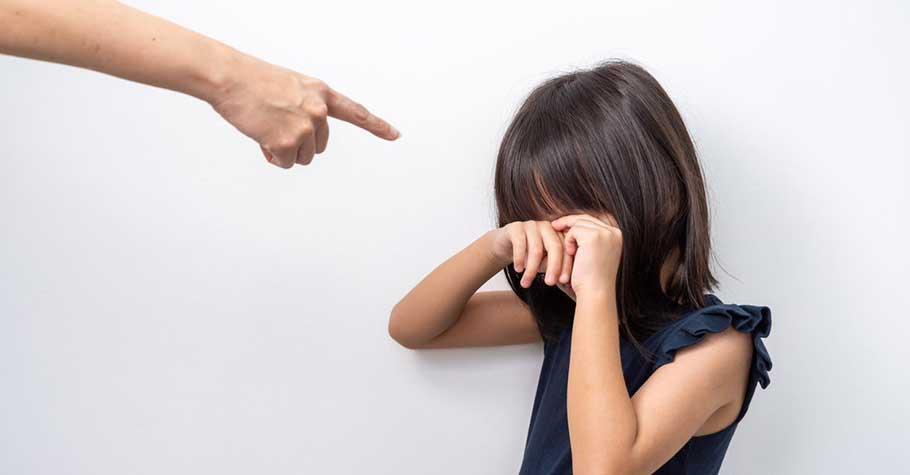 神老師:教育應該是,給孩子正確的態度、帶著他面對錯誤,而不是在孩子犯錯時給予承受不了的處罰