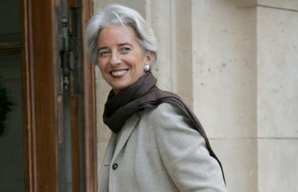 優雅是簡單,但有說服力!首位歐洲央行女總裁拉加德的穿搭5原則