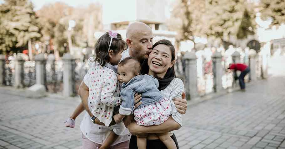 父母永遠是孩子最好的榜樣,一個會管控自己情緒的人,通常也會教養出高EQ的孩子