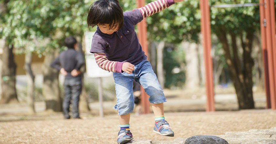 孩子總是愛冒險,不斷受傷,怎麼講也講不聽?降低孩子受傷機會只要堅守這三個原則...