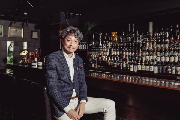 老了也要照常喝酒、吃美食,穿得很有型!型男大叔林一峰:人就是要美美地活、美美地死