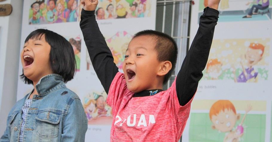 在學校搭建一座線上英語圖書館,結合線上與線下課程,打造孩子的英語力