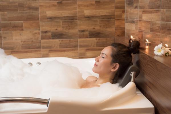 好好泡澡能預防感冒!自製2款中藥澡包放浴缸,祛風寒又能助眠