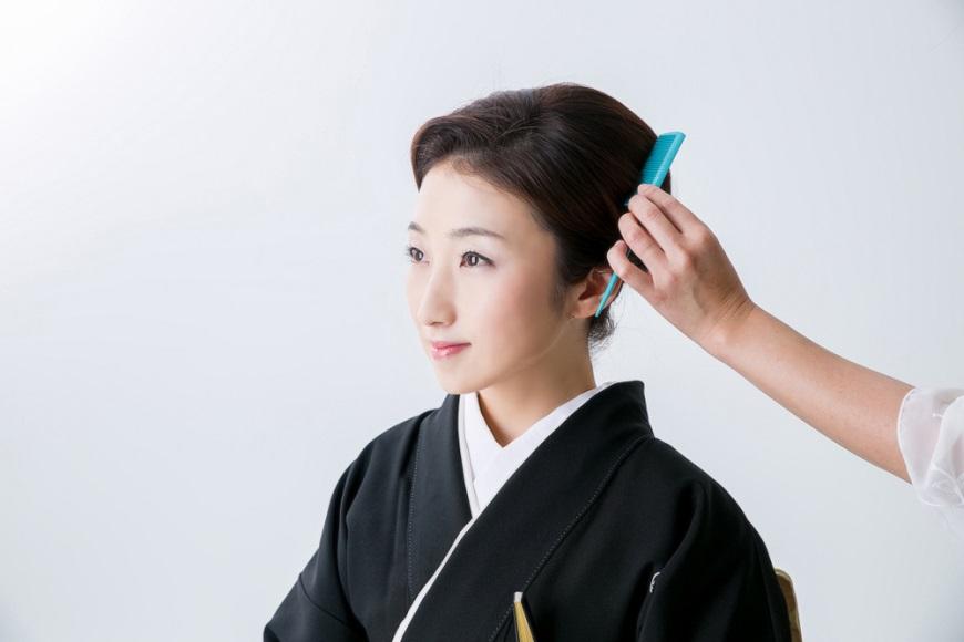 髮質好,視覺就減齡!日本女子梳頭3程序,真正促進血液循環