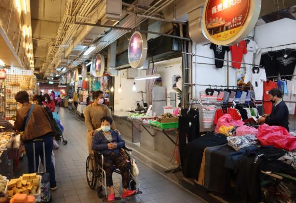 台灣的騎樓高低不平,老後怎麼辦!新北市如何讓騎樓好走,打造高齡友善市場?