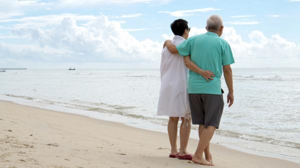 《佐賀超級阿嬤》作者:照顧長輩很辛苦,傻一點才能更快樂