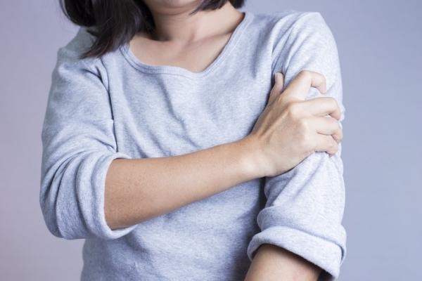 消除肩膀僵硬、預防五十肩,捏捏腋下有效!每天3招,活化腋部深層肌