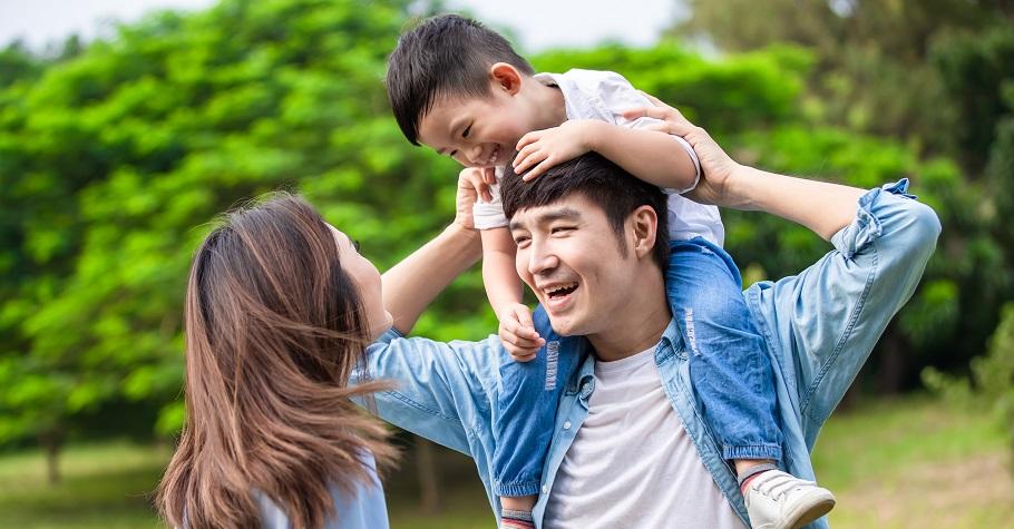 爸媽如何面對育兒焦慮?心理學博士爸爸:「孩子有自己的人生,你沒有權利決定所有的事!」