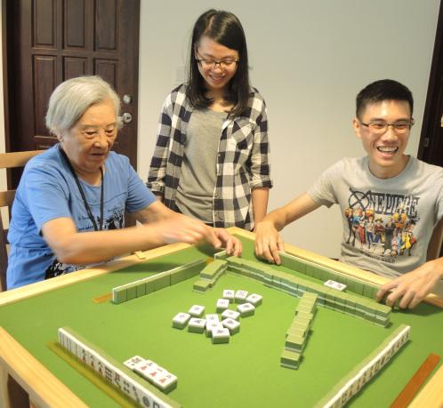 台灣首次青銀共居實驗(上): 不熟的新家人,怎麼豐富彼此的生命?