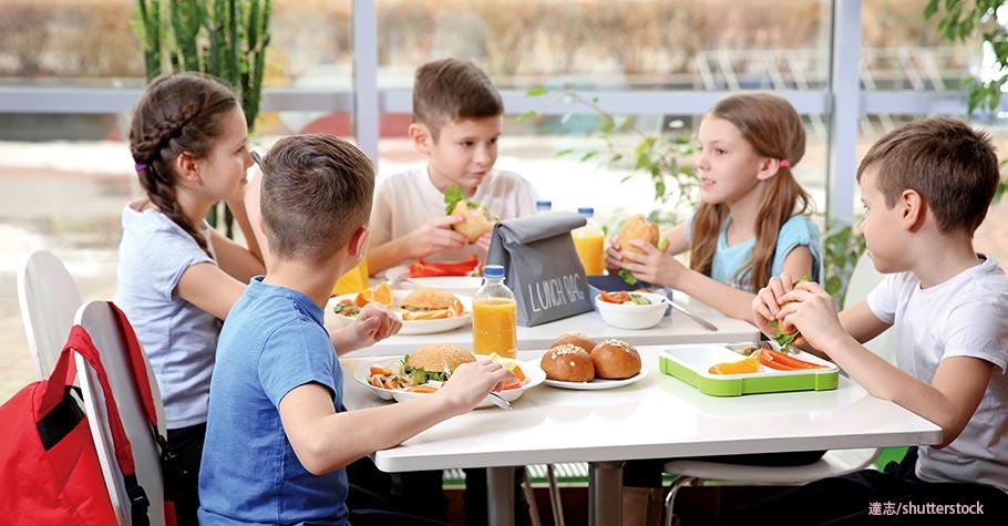 家境好如米其林二星菜色、窮困卻只有小麵包...義大利:擔心凸顯社經差異,不許家長為孩子備午餐便當