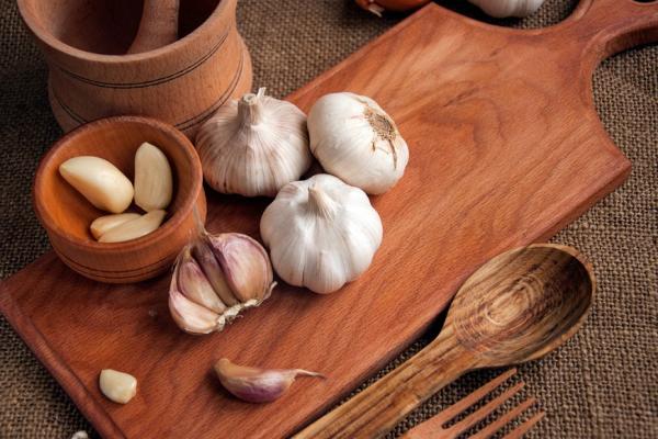 預防三高,有9種法寶!腎臟名醫江守山:每天多吃大蒜,減緩動脈粥樣硬化