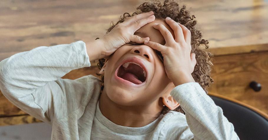 肯定句的接受度較高!腦科學博士:想減少孩子的問題行為,比起責備最好先說明原因;有些育兒高手則會加上這句