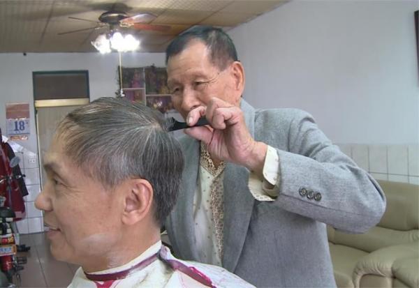 向102歲理髮師學,一輩子「不養生」卻超健康!彭菊仙:吃好睡好就夠了